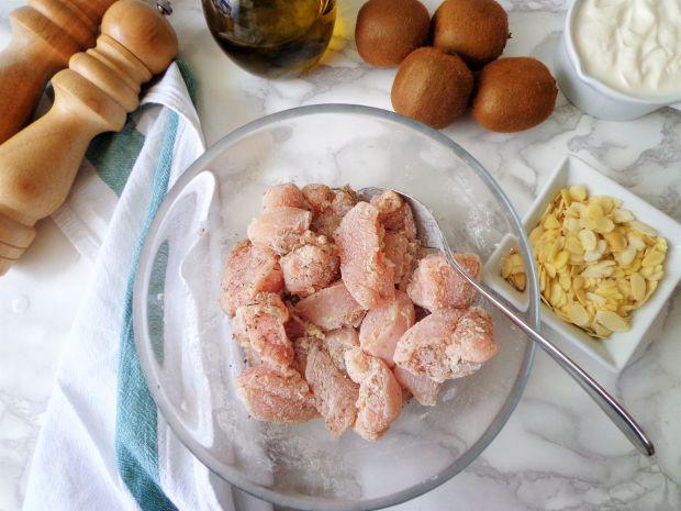 Migdałowy kurczak w sosie z kiwi