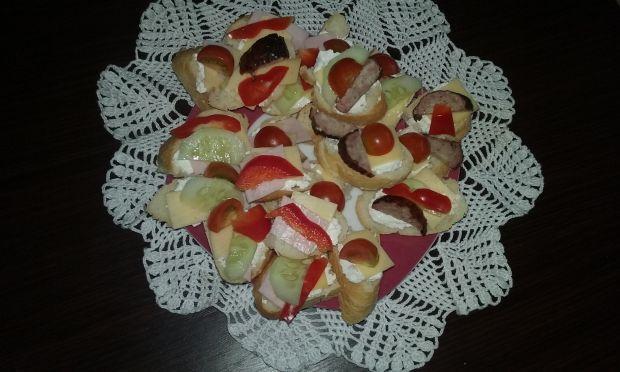 Mini kanapeczki z wędliną, serem i warzywami