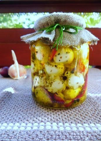 Mini mozzarellki marynowane w oliwie