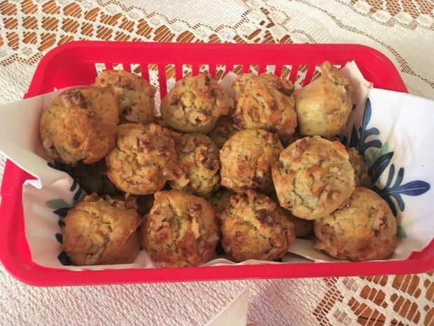 Mini muffinki z niebieskim serem i gruszką