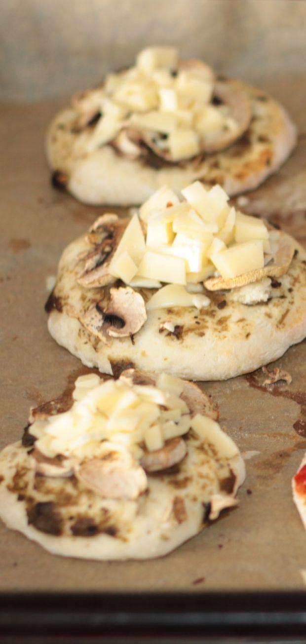 Mini pizza z kawiorem z bakłażana- rewelacja.