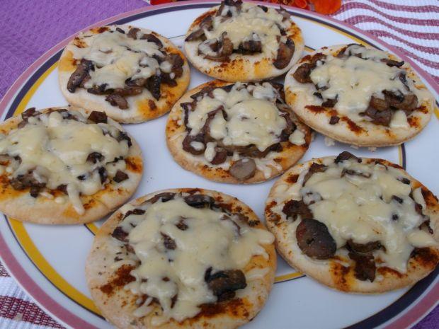 Mini pizze z pieczarkami