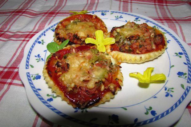 Mini pizzerinki na cieście francuskim