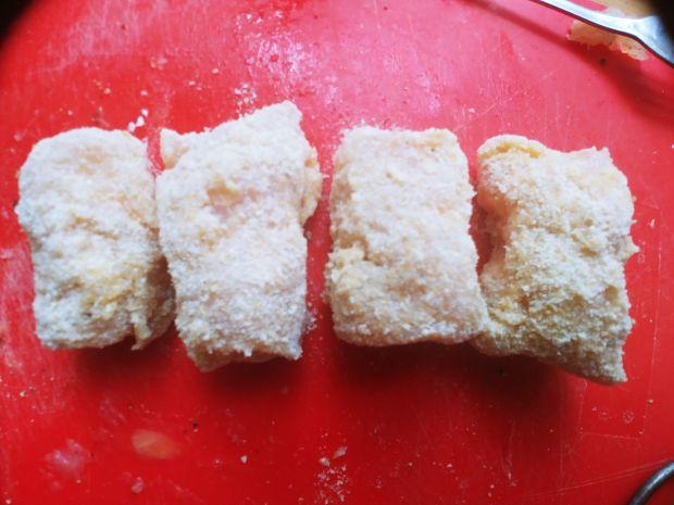 Mini-roladki drobiowe z camembertem i papryką