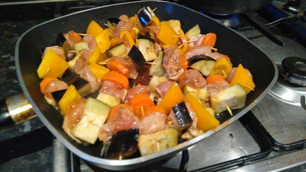 Mini szaszłyki z kurczakiem i warzywami