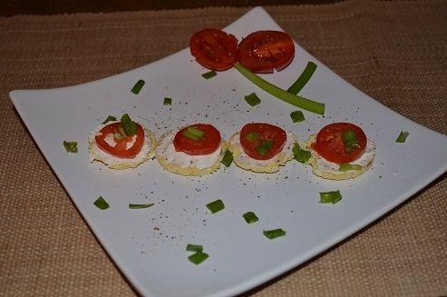 Mini wafelki z pomidorkiem