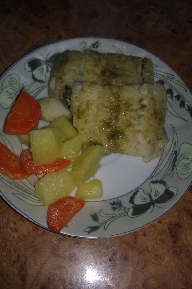 Mintaj i warzywa gotowane na parze