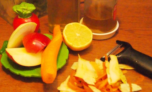 Miodowa surówka z marchewki, selera i jabłka