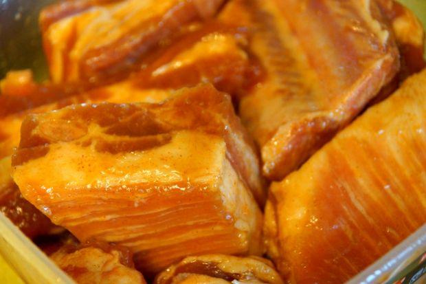 Miodowo-paprykowe żeberka z grilla/piekarnika