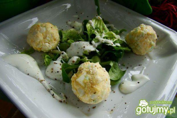 Mix sałat z kulkami jajecznymi