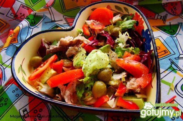 Mix sałat z makrelą i awokado