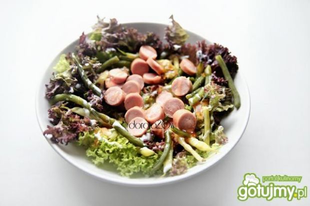 Mix sałat z pikantnym sosem