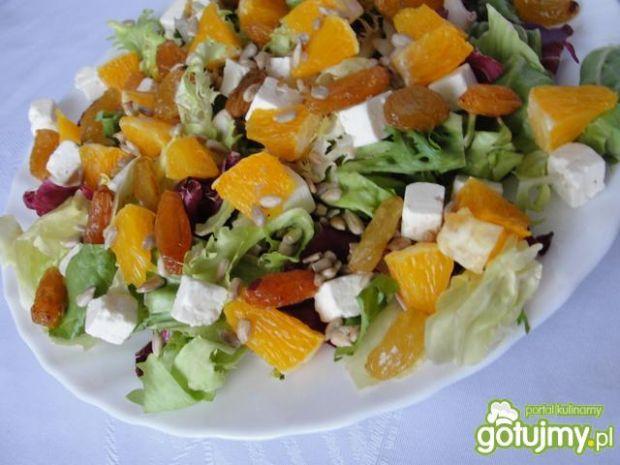 Mix sałat z pomarańczą i rodzynkami