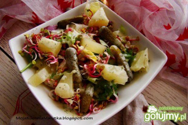 Mix sałat z ziemniakami i sosem