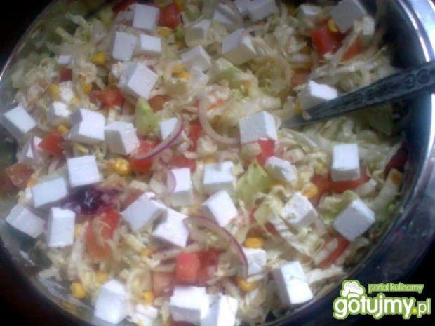 mix sałatkowy z sosem aromatycznym