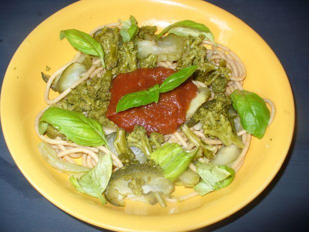 Mkaron z cukinią i brokułem