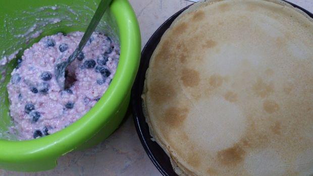 Mleczno jogurtowe naleśniki z serem i owocami