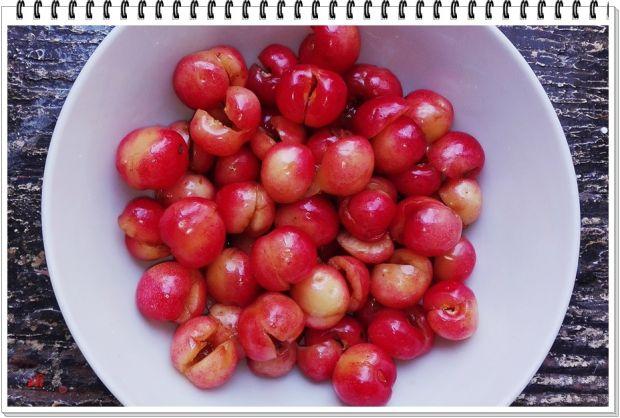 Młoda kapusta Eli z czereśniami i jabłkiem