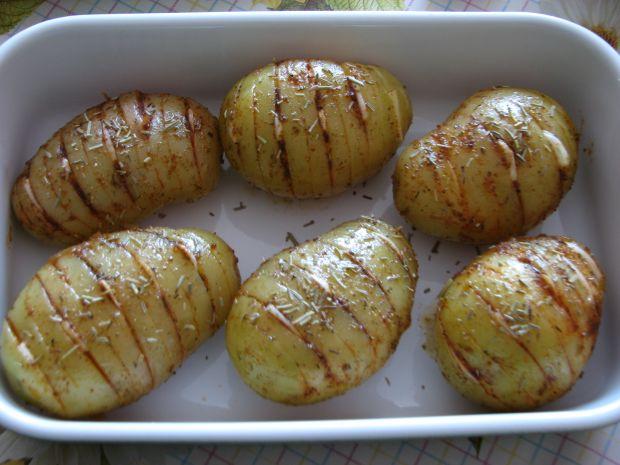 Młode ziemniaki pieczone z czosnkiem