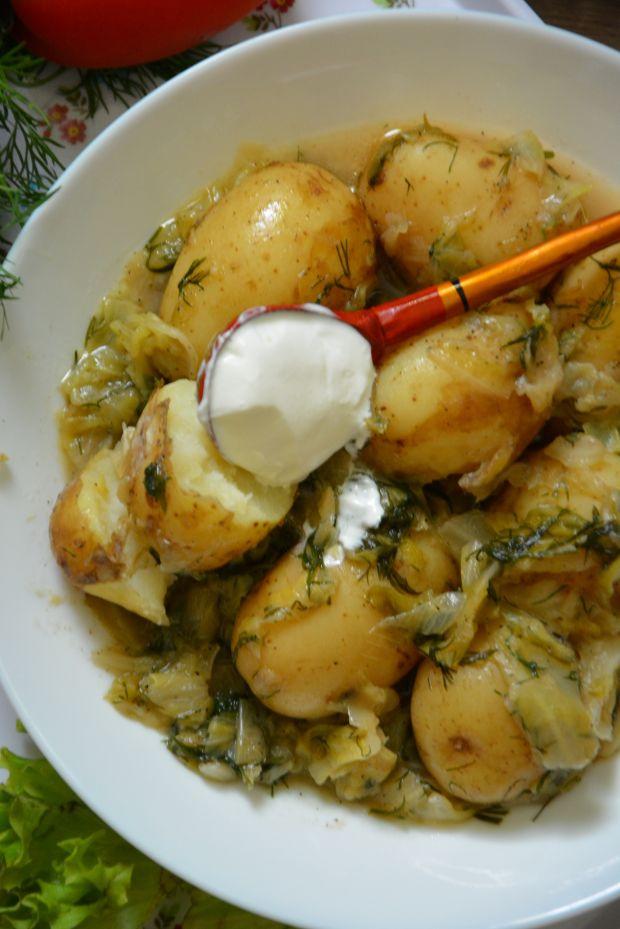Młode ziemniaki w kapuście