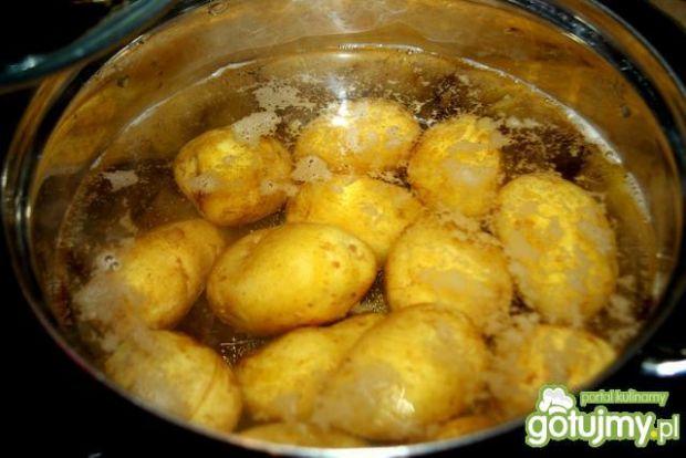 Młode ziemniaki z koperkiem