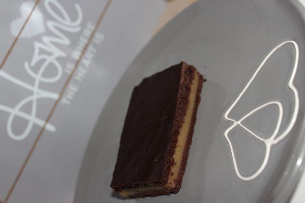 Mocno czekoladowy biszkopt jaglany z budyniem