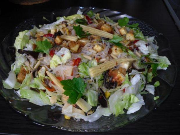 Moja,chinska salatka ze smazonym tofu.