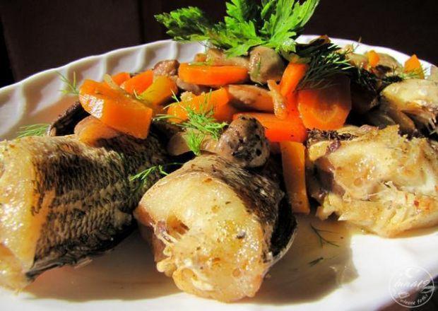 Morszczuk w marchewce i pieczarkach