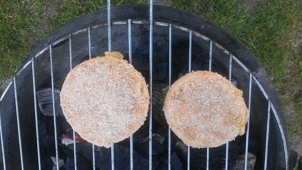 Mortadela w panierce smażona na grillu