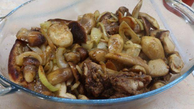 Mostki ( żeberka ) w borowikach i cebuli
