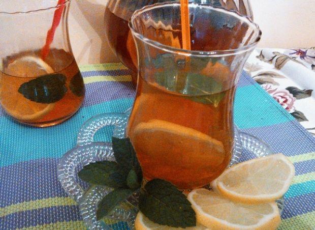 Mrożona herbata cytrynowo-miętowa