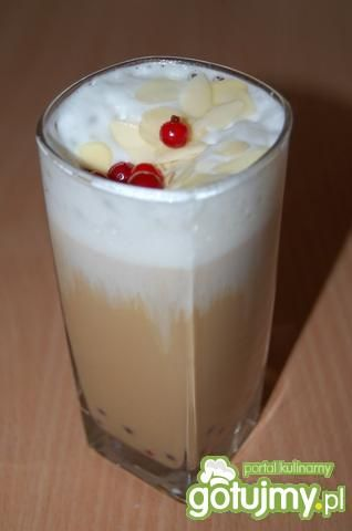 mrożona kawa z czerwoną porzeczką