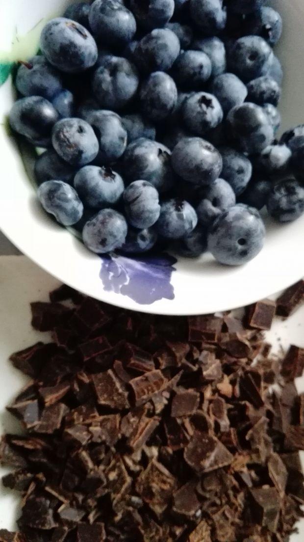 Muffinki jagodowo-czekoladowe
