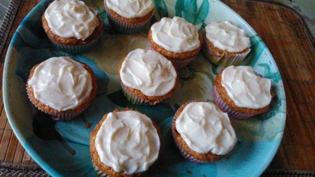 Muffinki marchewkowo-cynamonowe z serkiem