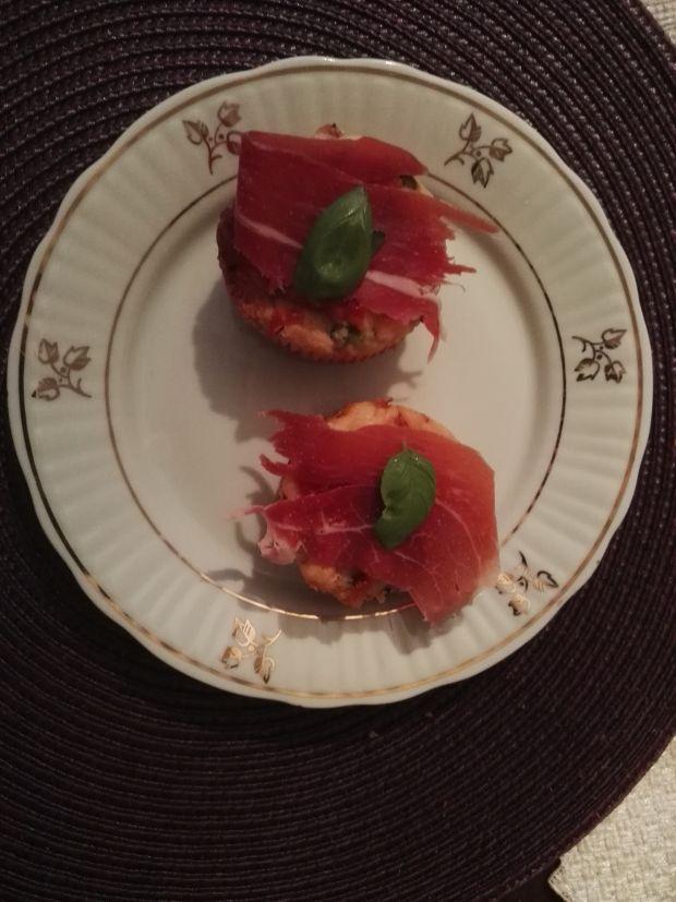 Muffinki na słono z szynką serrano