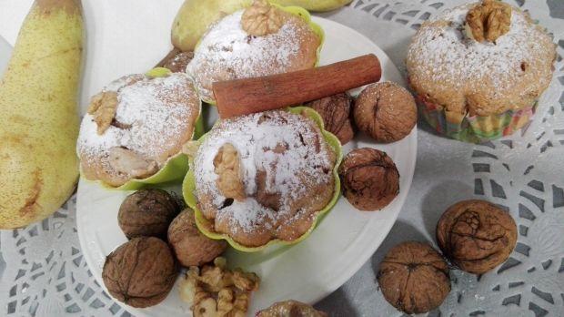 Muffinki orzechowe z gruszką