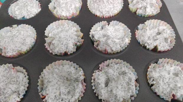 Muffinki pieguski z białą czekoladą