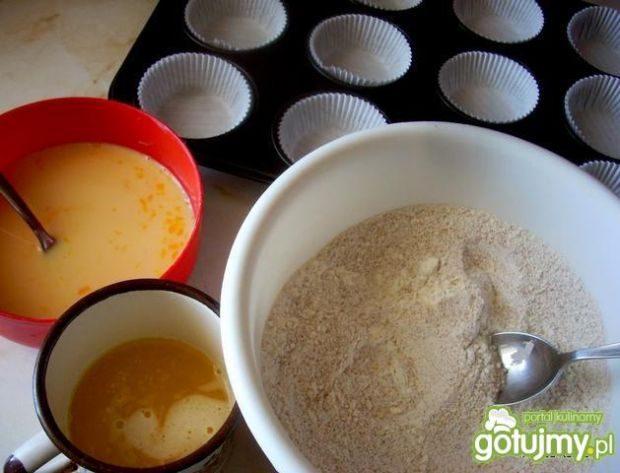 Muffinki pszenno-gryczane z budyniem