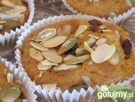 Muffinki z bitą śmietaną i truskawkami