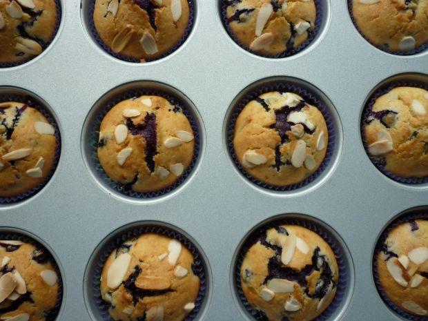 Muffinki z borówkami i czekoladą