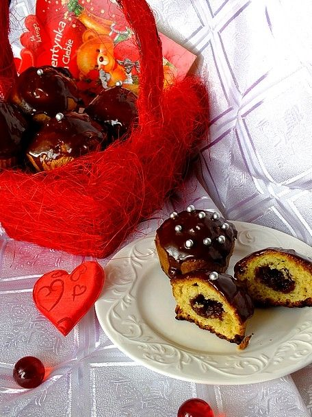 Muffinki z budyniem, oblane czekoladą