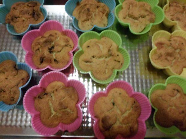 Muffinki z ciecierzycy z bakaliami