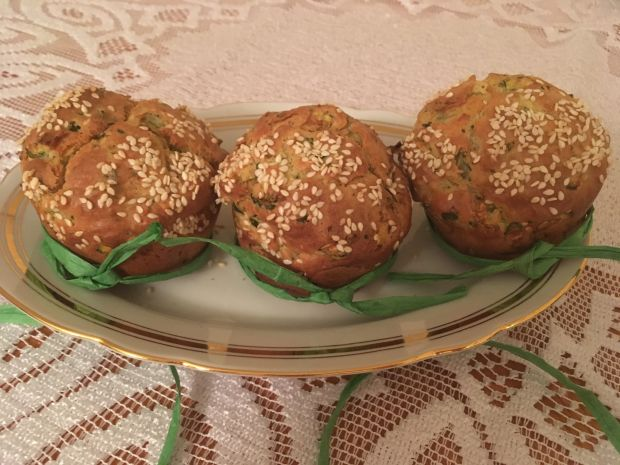 Muffinki z cukinią i sezamem