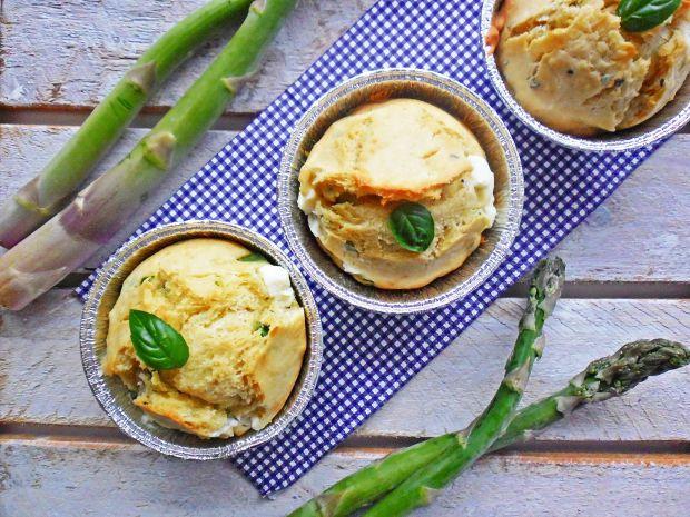 Muffinki z fetą i szparagami