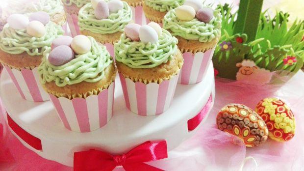 Muffinki z gniazdem i jajeczkami