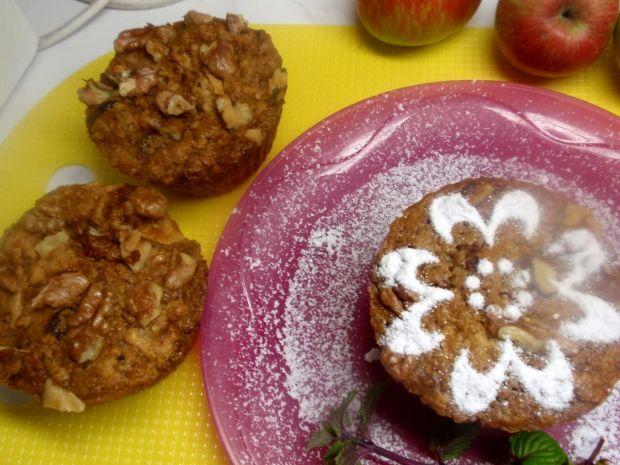 Muffinki z jabłkiem i orzechami