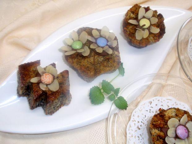 Muffinki z makiem i płatkami migdałowymi