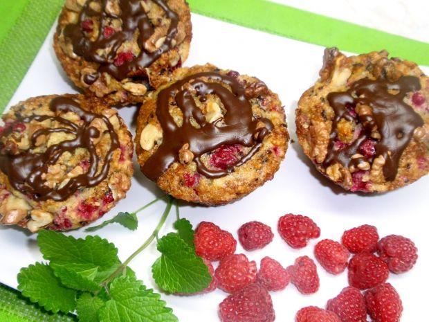 Muffinki z malinami i orzechami