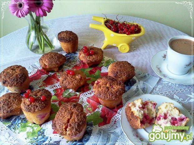 Muffinki z porzeczkami i aromat.kruszonk
