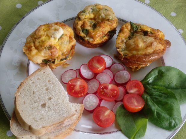 Muffiny jajeczne ze szpinakiem i fetą